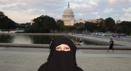 مذكرات صحافية مغربية: عندما ارتديتُ النقاب في واشنطن