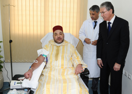 في خطوة مثيرة.. الملك محمد السادس يتبرع بدمه بفاس