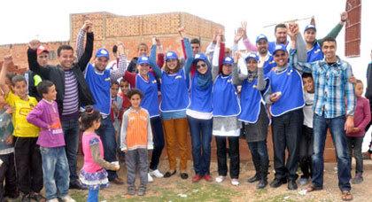 جمعية ماما زينب تدخل البهجة على فقراء دوار عين الديب بجماعة أولاد ستوت