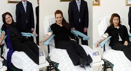 الأميرات للا سلمى وللا مريم وللا حسناء يتبرعن بالدم في فاس