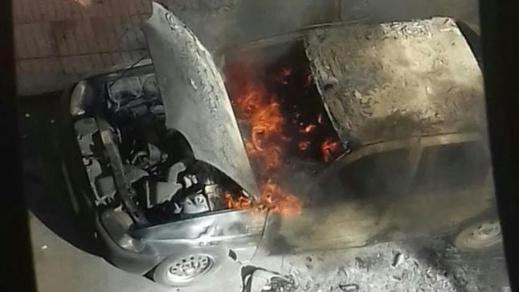 صادم.. النيران تحاصر شخصا مجهول الهوية داخل سيارة وتحرقه حيا حتى الموت
