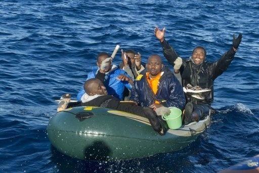 إصابة 25 مهاجرا بعد تدخل أمني لمنعهم من اقتحام مليلية المحتلة