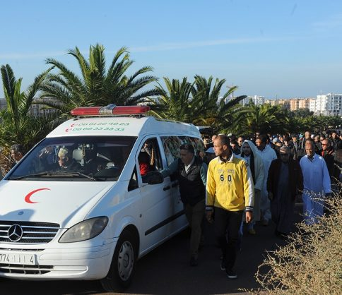 """تشييع جثمان مهاجر مغربي بعدما """"علقت"""" جثته في إيطاليا طيلة 23 يوما"""