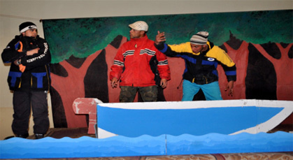 """عرض مسرحي بعنوان """" الحراكة """" بزايو يعالج قضية الهجرة السـرية"""