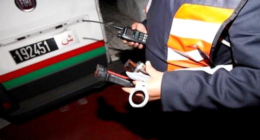 مثير.. اعتقال مفتش شرطة ممتاز بسد أمني وبحوزته كمية من المخدرات و9 هواتف ومبالغ مالية