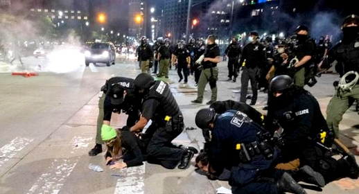 حظر التجوال يتسبب في مظاهرات وأعمال نهب ومواجهات مع الشرطة بهولندا