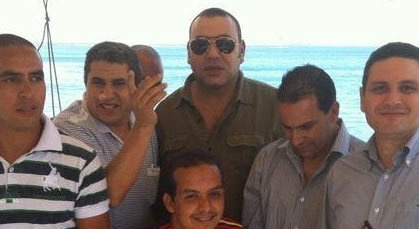 الملك تجول بتلقائية في داكار والتقى مغاربة بأحد مطاعمها بدون حراسة