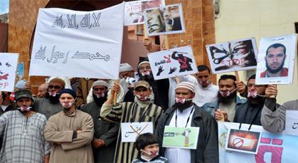 اللجنة المشتركة للدفاع عن المعتقلين الإسلاميين تنظم وقفة احتجاجية صامتة بزايو