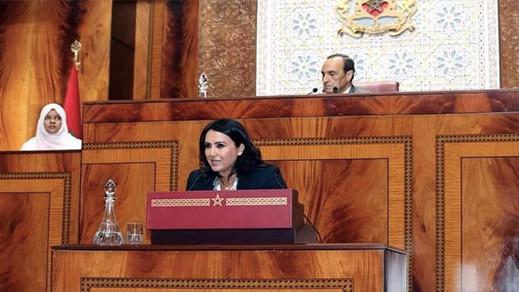 """البرلمانية بطلة فيديو """"عوشرين دقيقة"""" تخرج عن صمتها وتصف مستغلي التسجيل بالذباب الجائع"""