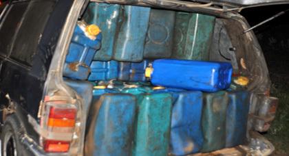 الدرك الملكي لزايو يحجز سيارة ريفولي محملة بالبنزين المهرب