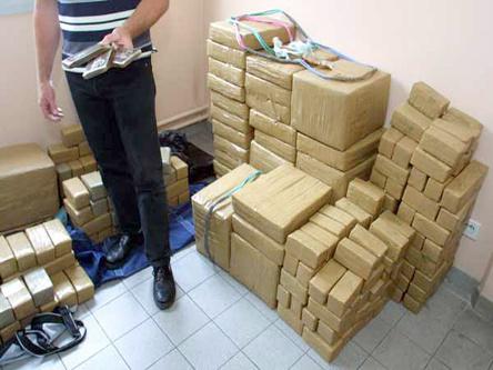 الشرطة الفرنسية والاسبانية تفكك شبكة لتهريب المخدرات من المغرب