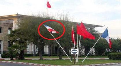 علم هولاندا أمام وزارة الخارجية المغربية ترحيبا بهولاند في المغرب