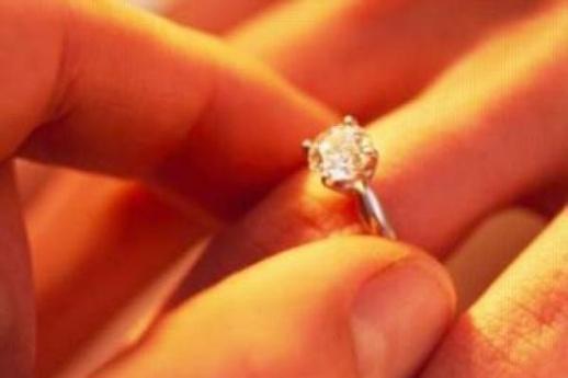 مخطوبان ينتحران بعد رفض العائلة إتمام الزواج