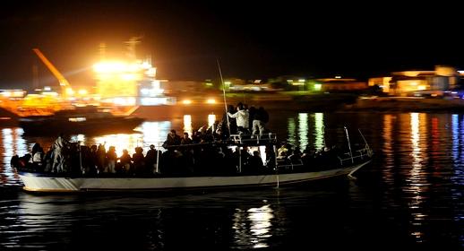 ضمنهم رضع وأطفال ونساء.. إنقاذ قارب للهجرة السرية يحمل 60 مهاجرا بسواحل الريف