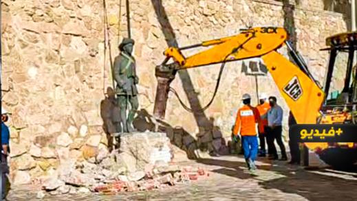 """شاهدوا.. اسبانيا تزيل تمثال الديكتاتور """"فرانكو"""" من مدينة مليلية المحتلة"""