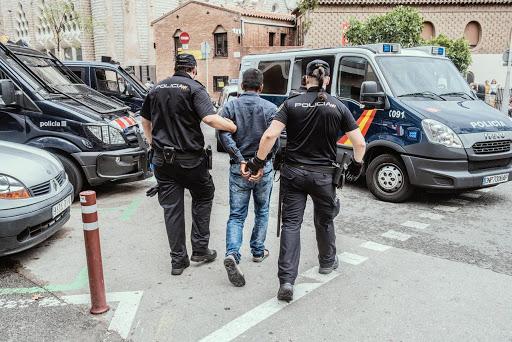 """تورط مغربيات مع شبكة تستغل """"هفوات قانونية"""" للحصول على الإقامة الإسبانية"""