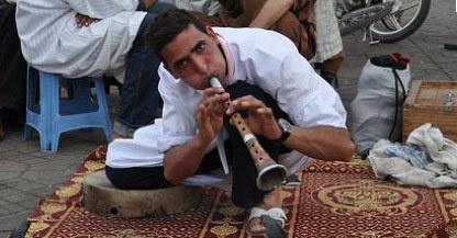 برنامج هولندي يفضح النصب والاحتيال والاعتداء على سياح مراكش