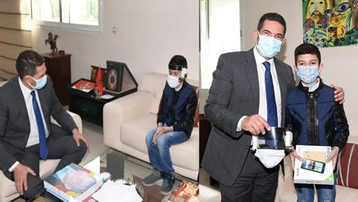 """وزير التعليم يخصص استقبالا للطفل مبتكر """"كمامة المستقبل"""" بعد انتزاعه لقب الإبتكار العالمي"""