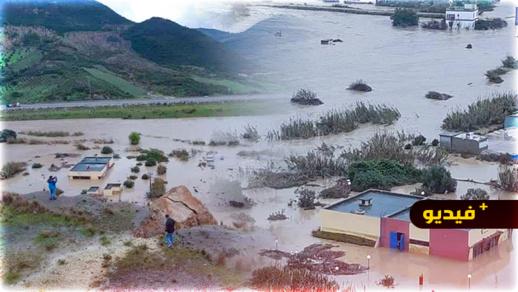 شاهدوا.. السيول تغمر القصر الصغير والاستعانة بالزوارق المطاطية لإنقاذ الساكنة