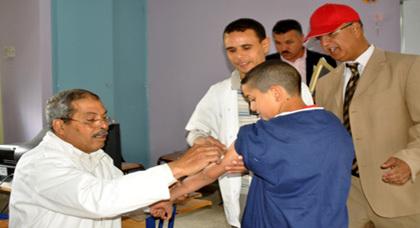 باشا مدينة زايو يفتتح عملية التلقيح ضد مرض الحصبة والحميراء بمدرسة عبد الخالق الطريس