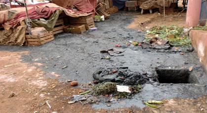 كارثة بيئية تطال شارع أُحُدْ بزايو بسبب انفجار بالوعة الصرف الصحي