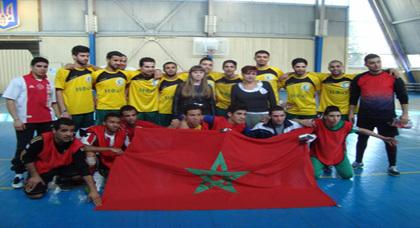 """طلبة الصيدلة المغاربة يتوجون بدوري """"خاركوف"""" لكرة القدم بأوكرانيا"""