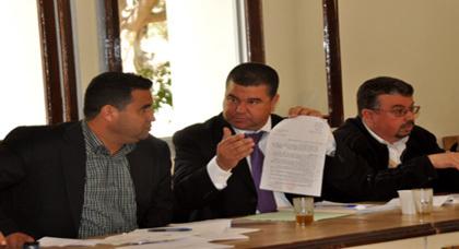 نقاش مسؤول وبناء يخيم على دورة أبريل ببلدية زايو وسط غياب لمحمد الطيبي