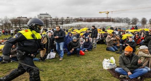 اندلاع مظاهرات حاشدة بلاهاي ضد الحكومة الهولندية عشية الانتخابات التشريعية