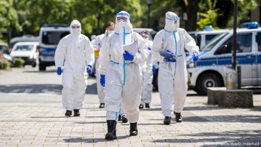 """أطباء يطالبون بـ""""حجر صحي شامل"""" بألمانيا"""