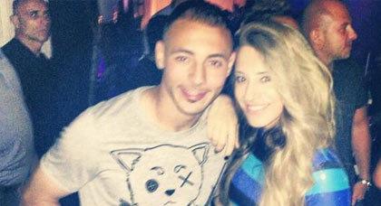 صورة للدولي المغربي أمرابط في علبة ليلية مع فتاة تثير فضول محبيه وانتقادات اعدائه