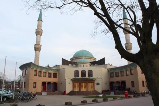 المساجد تنتفض ضد قرار فرض حظر التجوال خلال شهر رمضان في هولندا