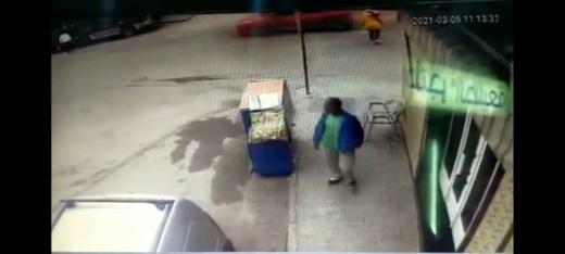 شاهدوا.. كاميرا المراقبة ترصد عملية سرقة  وسط الناظور