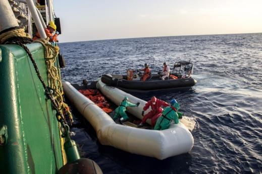 مأساة.. أزيد من 100 مهاجر سري يتيهون في عرض البحر والسلطات المغربية والاشبانية تطلقان حملة بحث