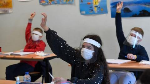 توقيف أستاذ عرض صورا مسيئة للرسول على التلاميذ