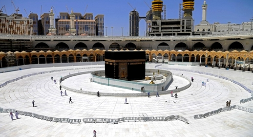 السعودية تصدر قرارها بخصوص صلاة التراويح وتوزيع وجبات الإفطار في المسجد الحرام خلال رمضان