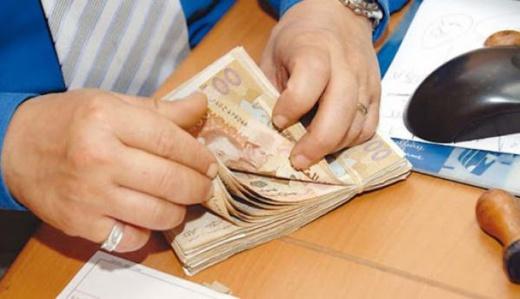 تعرف على السبب.. الجالية المغربية تسارع الزمن لإفراغ الحسابات البنكية من الودائع
