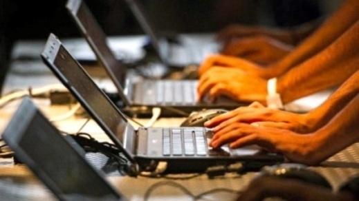 نصف المغاربة يُبحرون في الانترنت ويستخدمون فيسبوك