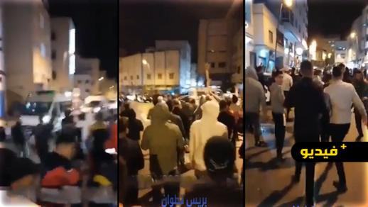 شاهدوا.. مسيرة احتجاجية ليلة ضد الحكومة وللمطالبة بفتح المساجد لأداء التراويح بالمضيق