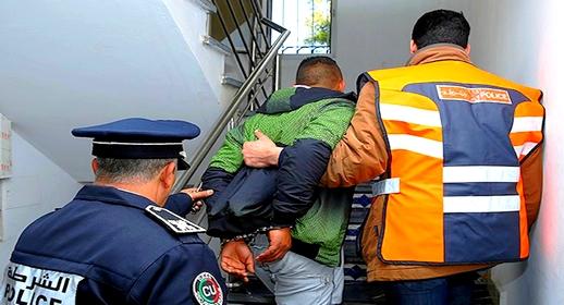 اعتقال عشريني يتزعم شبكة للنصب والاحتيال على الراغبين في الهجرة بعقود عمل وهمية