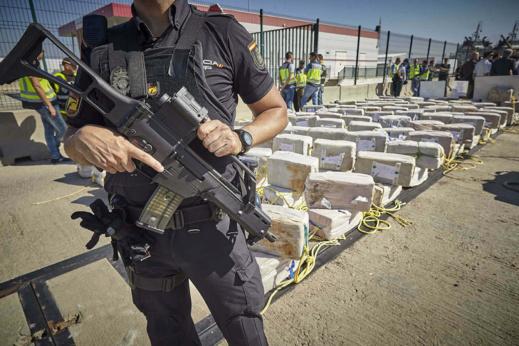 تفكيك شبكة لتهريب الأسلحة والمخدرات بين إسبانيا والمغرب