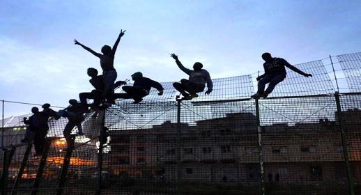 بعد سبتة.. سلطات الناظور تحبط عملية تسلل 60 مهاجرا سريا إلى مليلية المحتلة
