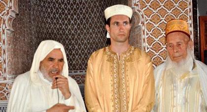 مهندس طيران ألماني يعلن إسلامه وينطق الشهادتين بمسجد الحسن الثاني بزايو
