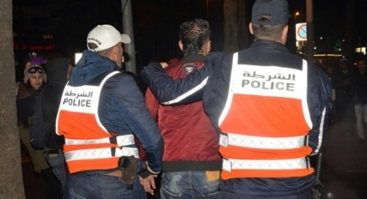 إلقاء القبض على مروج مخدرات اعتدى على عناصر الشرطة بالسلاح الأبيض