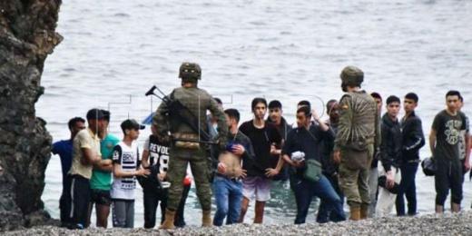 """شاهدوا.. تفاصيل """"أزمة الهجرة السرية"""" إلى مليلية وسبتة بالأرقام"""