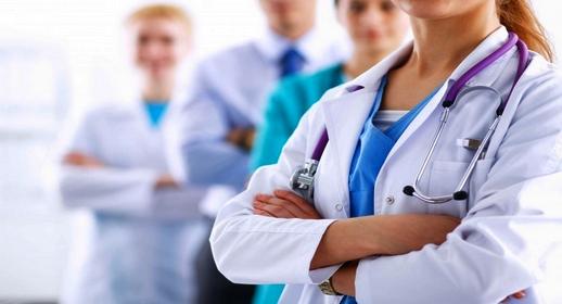 الحكومة تصادق على قانون يرخص للأجانب مزاولة مهنة الطب بالمغرب