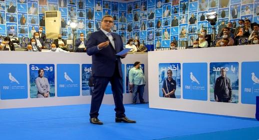 أخنوش يستعرض برنامجه الانتخابي ويتعهد بإحداث مليون منصب شغل ومنح للتلاميذ والمسنين