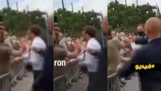 شاهدوا.. مواطن فرنسي يصفع الرئيس إيمانويل ماكرون