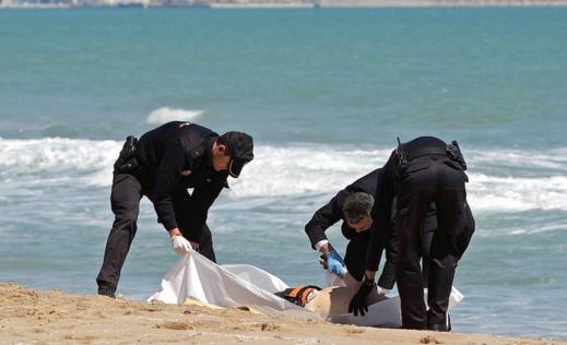 انتشال جثة مغربي من عرض البحر تعود لأحداث الاقتحام الجماعي لسبتة