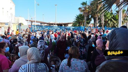 المئات من سكان مدينة مليلية المحتلة يناشدون الملك في وقفة احتجاجية فتح المعبر الحدودي مع الناظور
