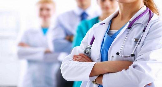 """رغم ضغوطات """"لوبي"""" القطاع الخاص.. البرلمان يصادق على السماح للأجانب بممارسة الطب بالمغرب"""